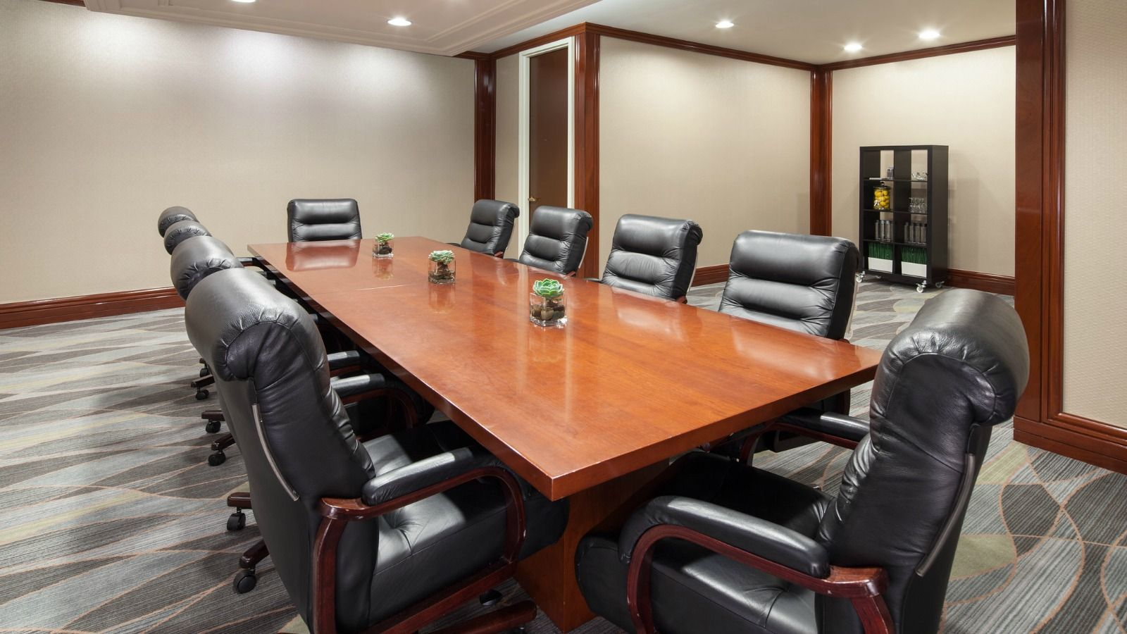 Long Beach Meeting Space - Cerritos Boardroom